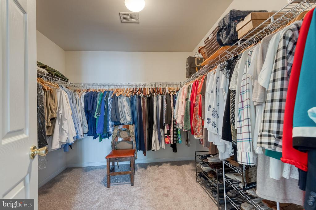Large walk-in master closet - 33 BISMARK DR, STAFFORD