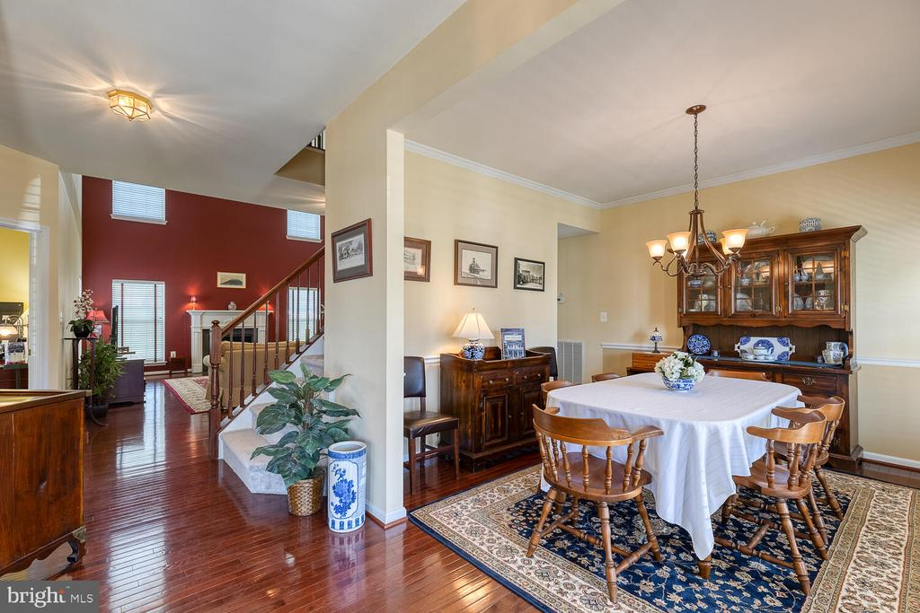 Dining room to the right of the foyer - 33 BISMARK DR, STAFFORD