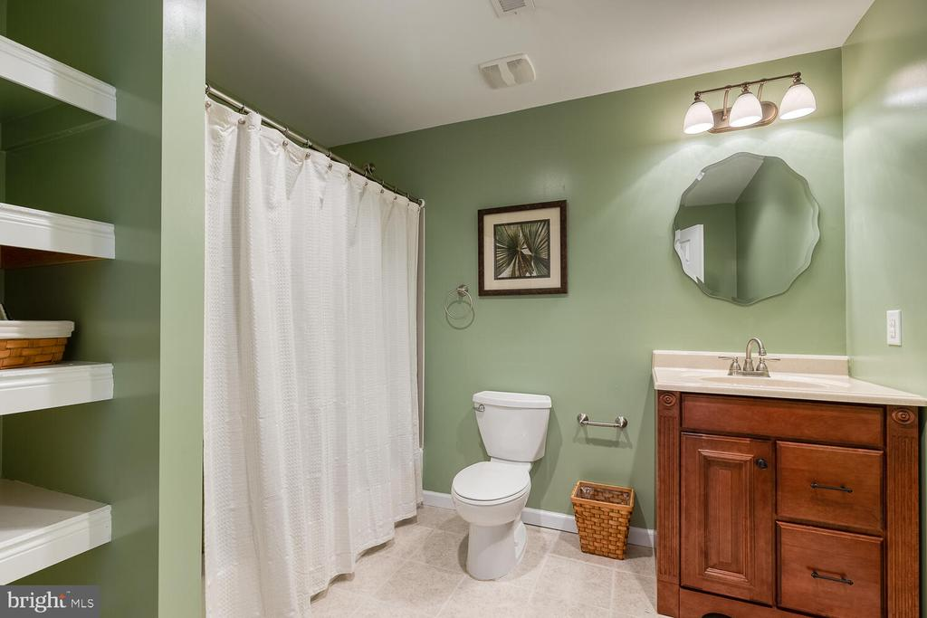 Lower level full bathroom - 33 BISMARK DR, STAFFORD