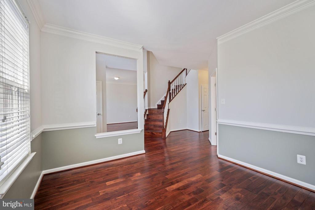 Living room toward foyer - 1306 MONROE ST, HERNDON