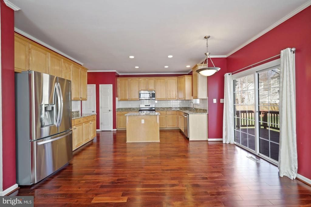 View of kitchen from family room - 1306 MONROE ST, HERNDON