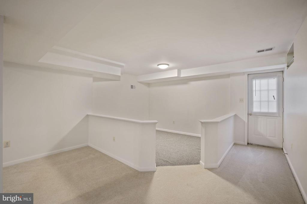 Bonus area for playroom or  exercise area - 1306 MONROE ST, HERNDON