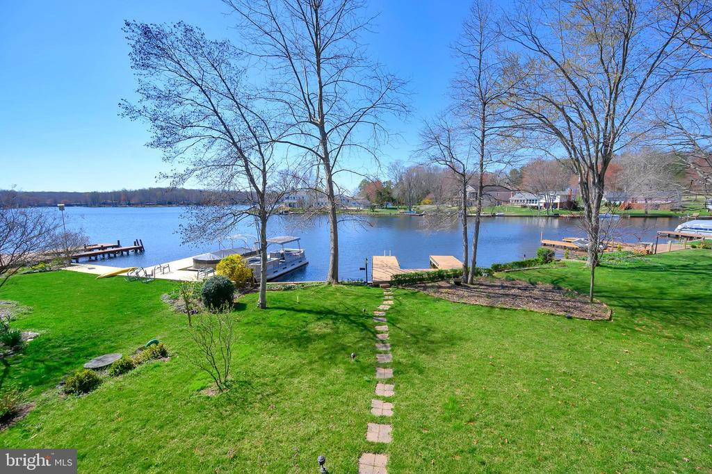 Landscaped and paved walkway to the water - 112 WOODLAWN TRL, LOCUST GROVE