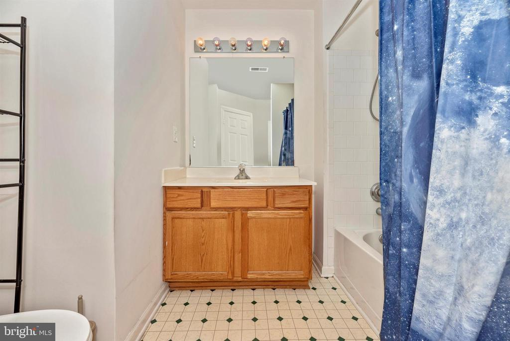 Master bath, with full tub-shower and 2nd shower - 7147 LADD CIR, FREDERICK