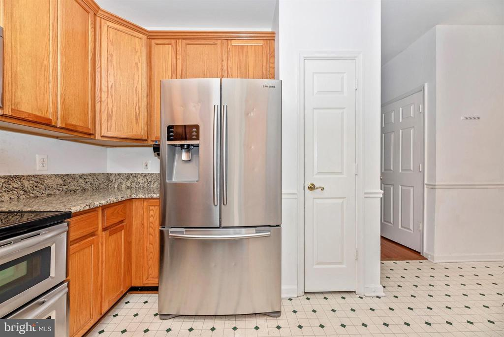 Kitchen - plenty of cabinet space and pantry - 7147 LADD CIR, FREDERICK