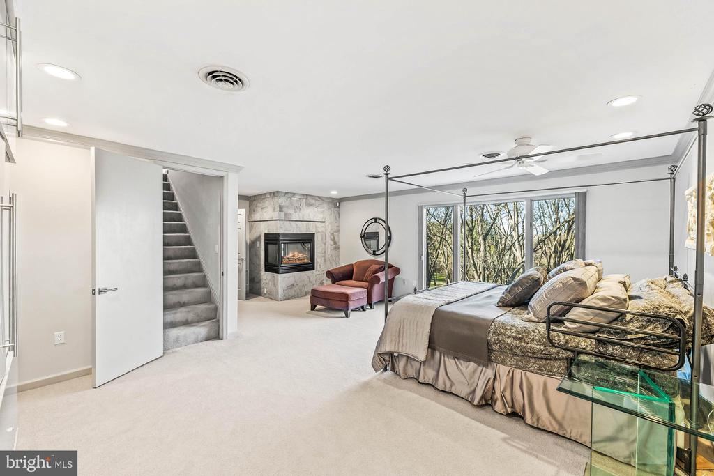 Owner's Suite with Private Loft - 13219 LANTERN HOLLOW DR, NORTH POTOMAC