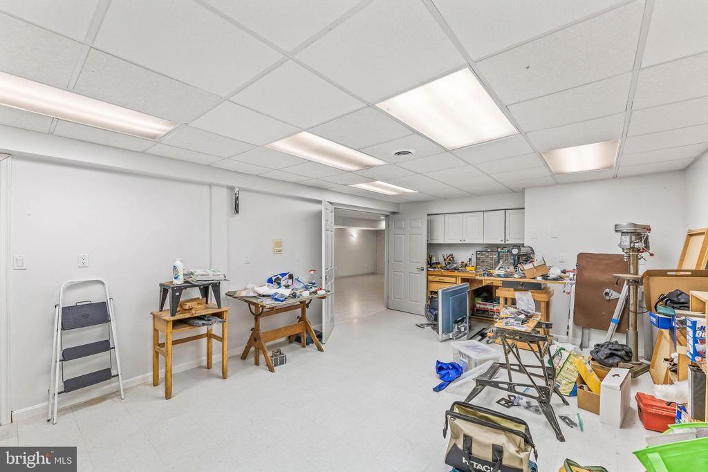 Lower Level Work Room - 13219 LANTERN HOLLOW DR, NORTH POTOMAC