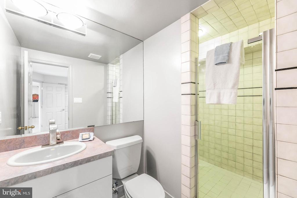 Lower Level Full Bathroom #1 - 13219 LANTERN HOLLOW DR, NORTH POTOMAC