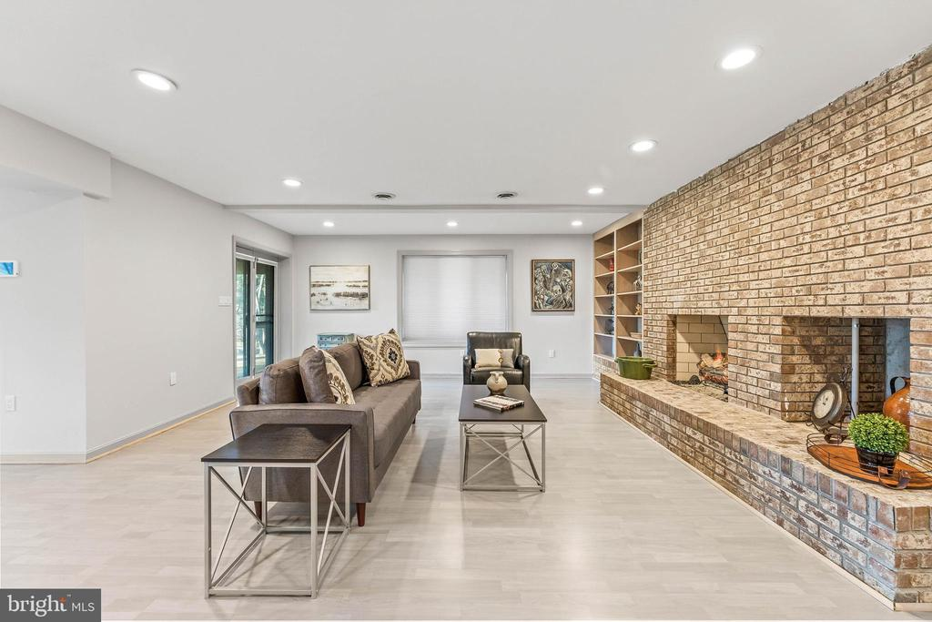 Lower Level Rec Room w/ Gas Fireplace and Wet Bar - 13219 LANTERN HOLLOW DR, NORTH POTOMAC