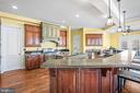 Gourmet Chef's Kitchen with Breakfast Bar - 11170 GEORGES MILL RD, LOVETTSVILLE