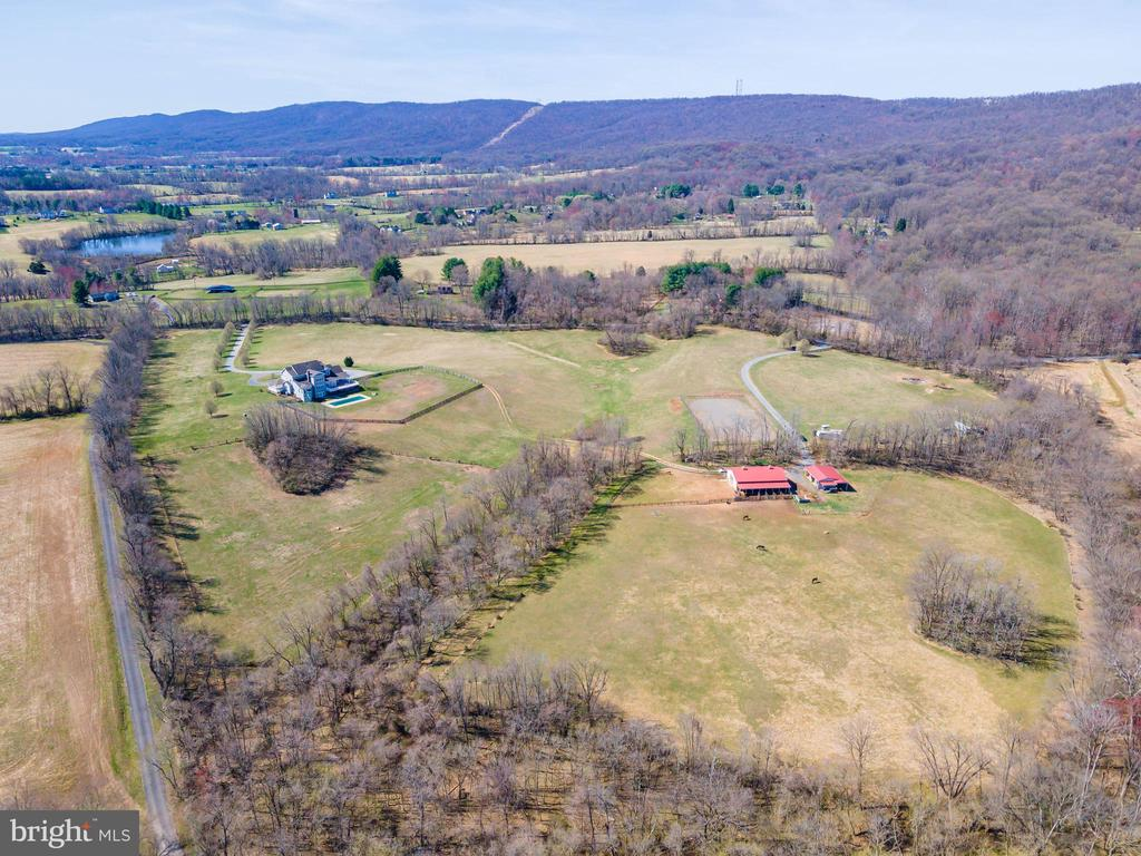 Separate Driveway to Barn - 11170 GEORGES MILL RD, LOVETTSVILLE