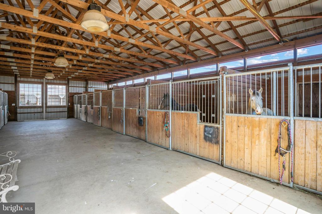 45 x 75 barn with 8 stalls - 11170 GEORGES MILL RD, LOVETTSVILLE