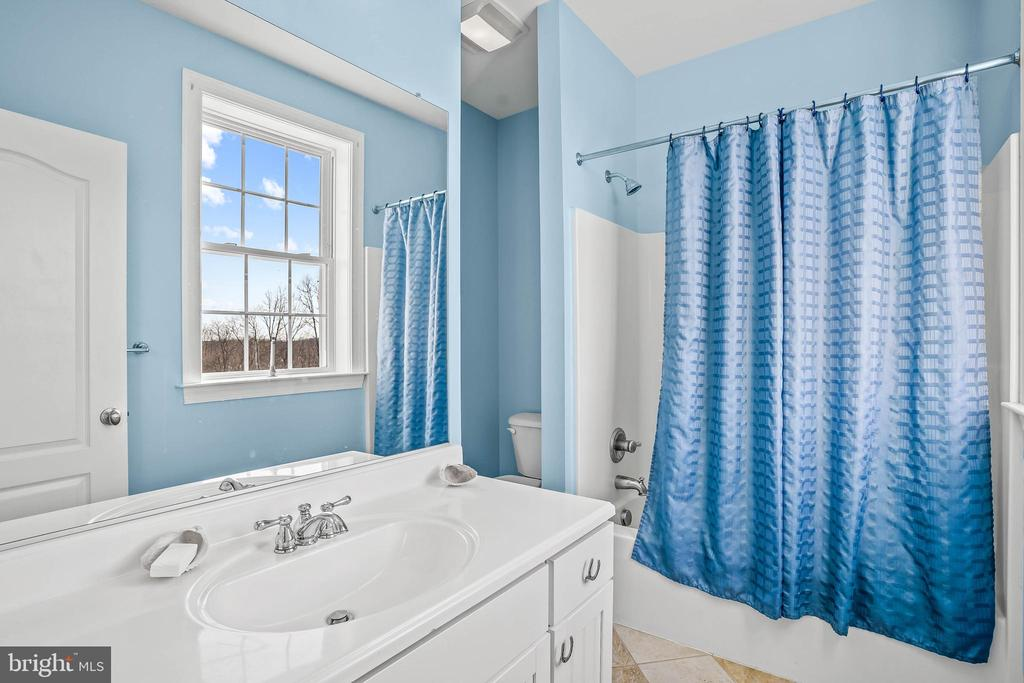 Private Full Bath - 11170 GEORGES MILL RD, LOVETTSVILLE