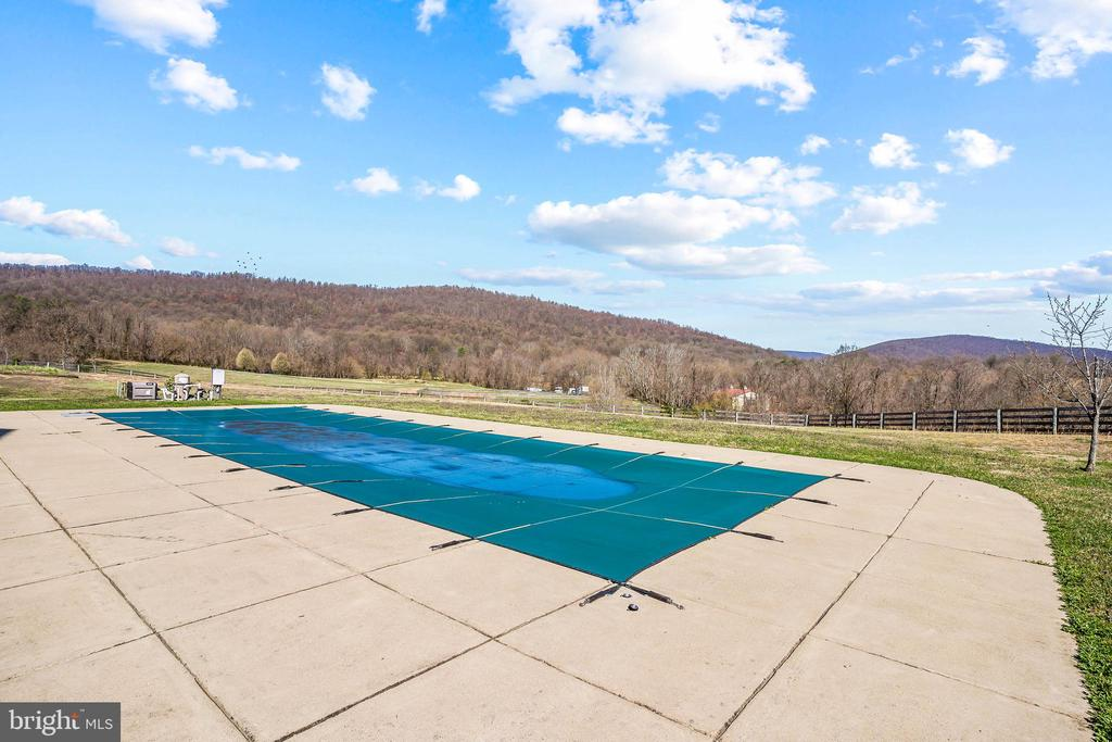 Large Heated Lap Pool - 11170 GEORGES MILL RD, LOVETTSVILLE