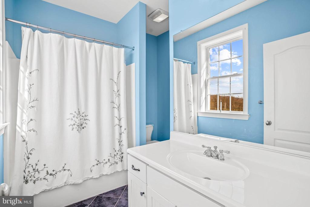 Private Full Bath #4 - 11170 GEORGES MILL RD, LOVETTSVILLE