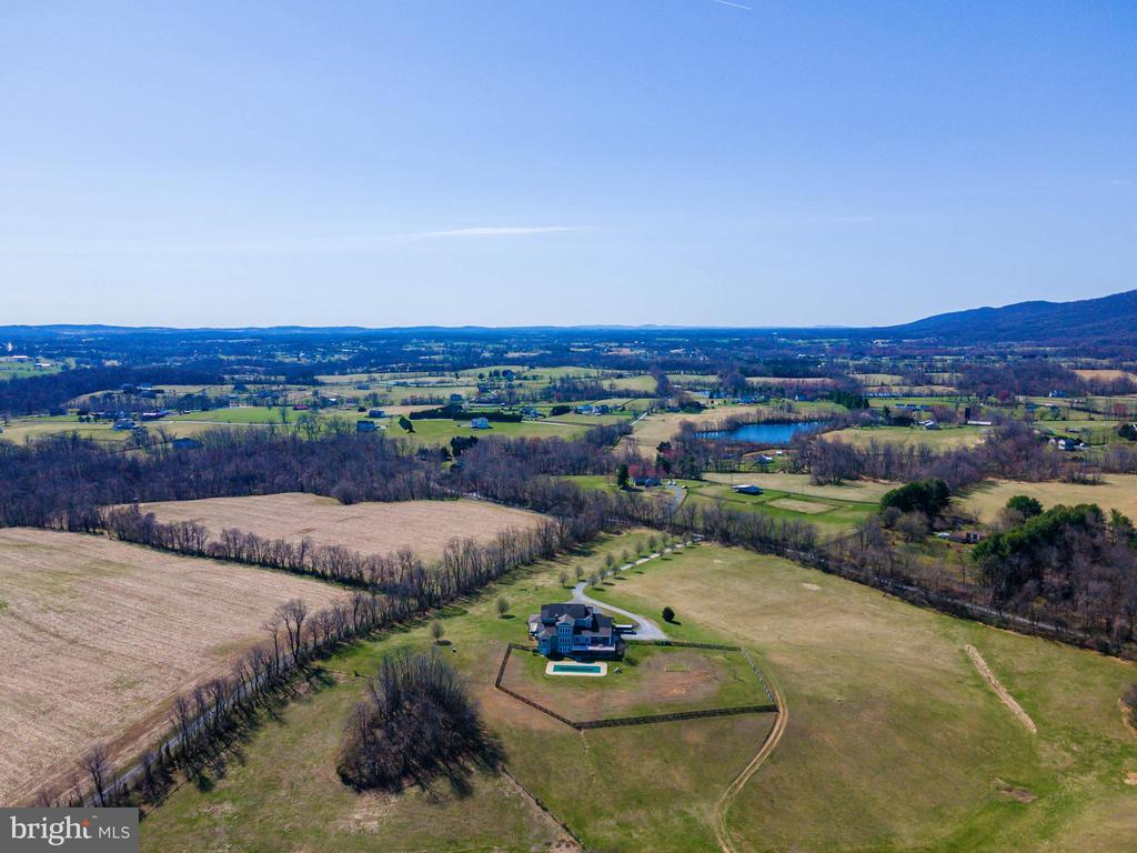 An Equestrian's dream! Riding trails throughout! - 11170 GEORGES MILL RD, LOVETTSVILLE