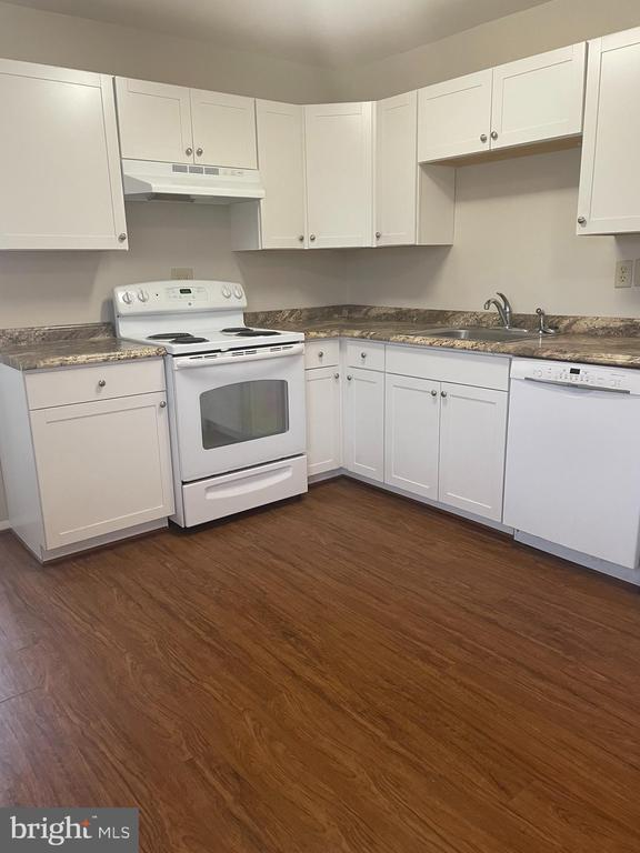 cabinets new as of 2017 - 302 MANOR CT, FREDERICK