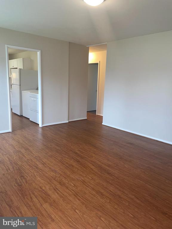 living room w/access to kitchen & hallway - 302 MANOR CT, FREDERICK