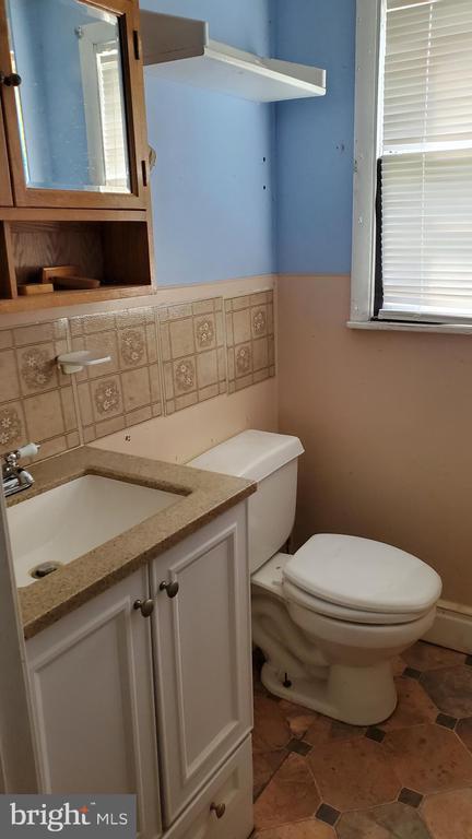 half bath - 1660 KIMBLE RD, BERRYVILLE