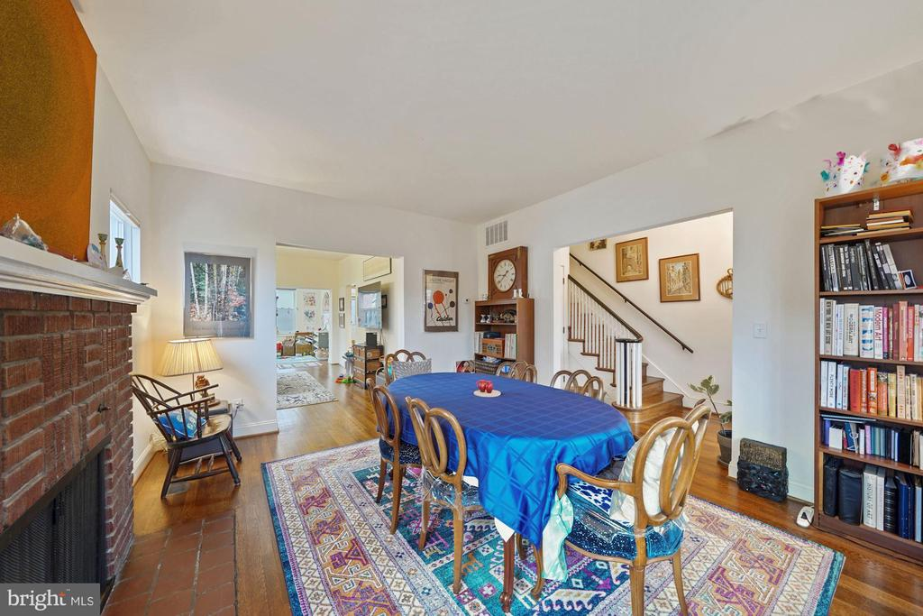 Dining room has high ceilings and loads of light - 3249 38TH ST NW, WASHINGTON