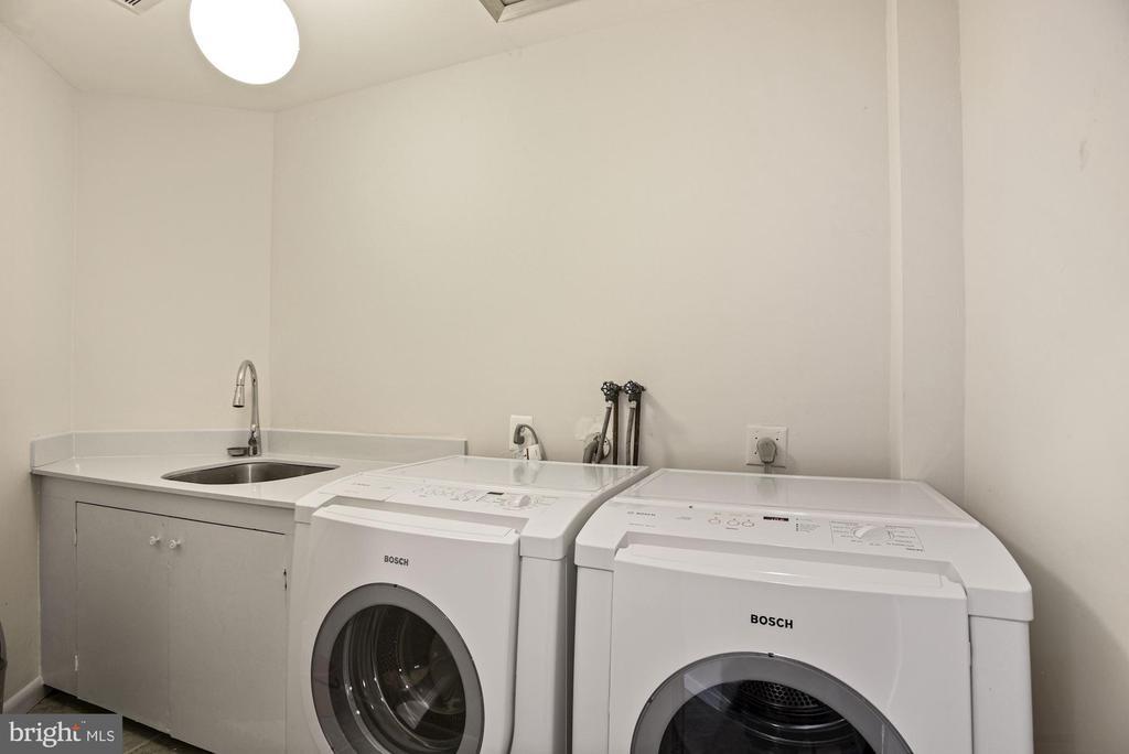 Upper-Level Laundry - 11510 SUBURBAN PL, FAIRFAX STATION