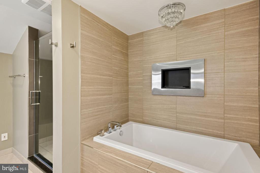 Upper-Level Bathroom 2 - 11510 SUBURBAN PL, FAIRFAX STATION