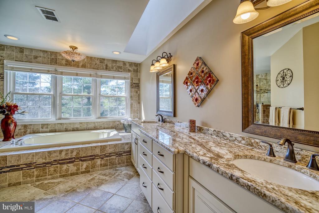 Spa-like Master Bath with Soaking Tub and Shower - 5523 ASHLEIGH RD, FAIRFAX
