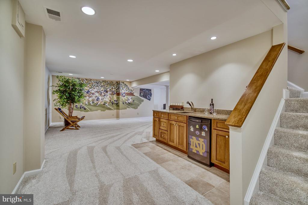 Great Basement with Wet Bar - 5523 ASHLEIGH RD, FAIRFAX