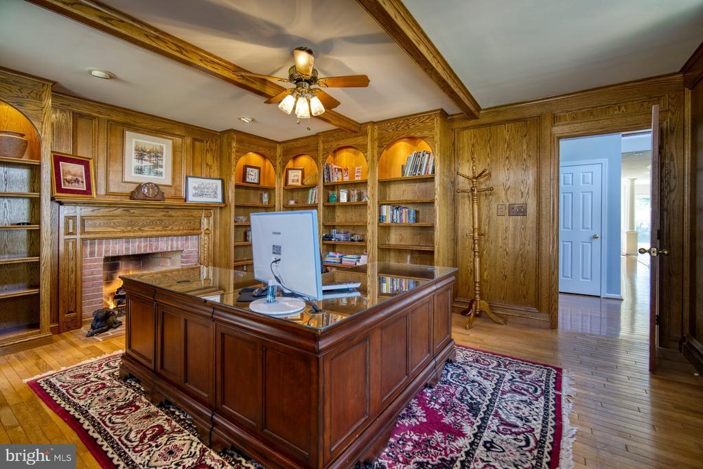 Grand Office/Den with Gas Fireplace - 5523 ASHLEIGH RD, FAIRFAX