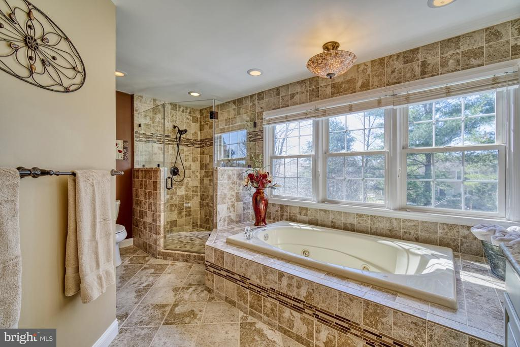 Spa-like Master Bath with Soaking Tub and Shower - 5523 ASHLEIGH RD, FAIRFAX