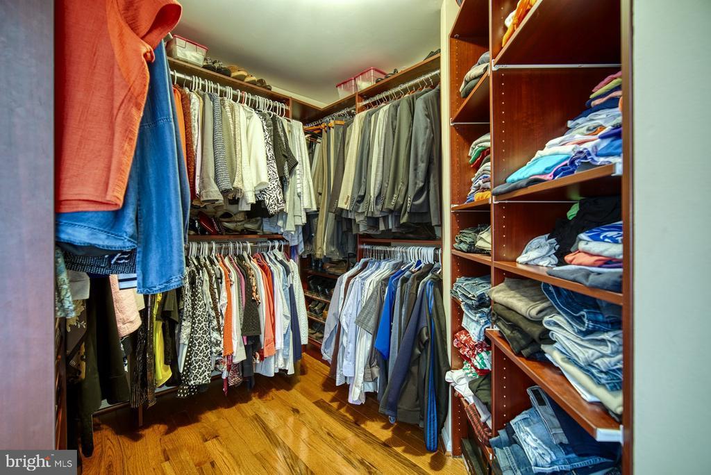 Master Walk-in Closet - 5523 ASHLEIGH RD, FAIRFAX
