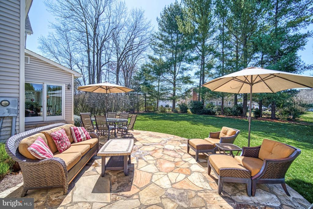 Amazing Patio and Backyard - 5523 ASHLEIGH RD, FAIRFAX