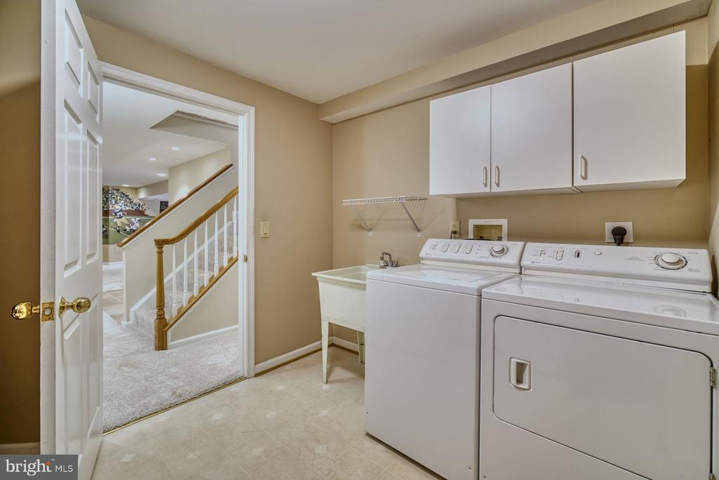 Large Laundry Room w/ plenty of storage - 5523 ASHLEIGH RD, FAIRFAX