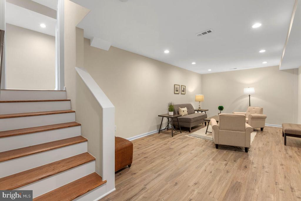 - 8917 2ND AVE, SILVER SPRING