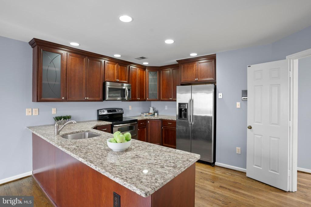 ...stainless steel appliances, upgraded cabinets. - 10525 ELMENDEN CT, OAKTON