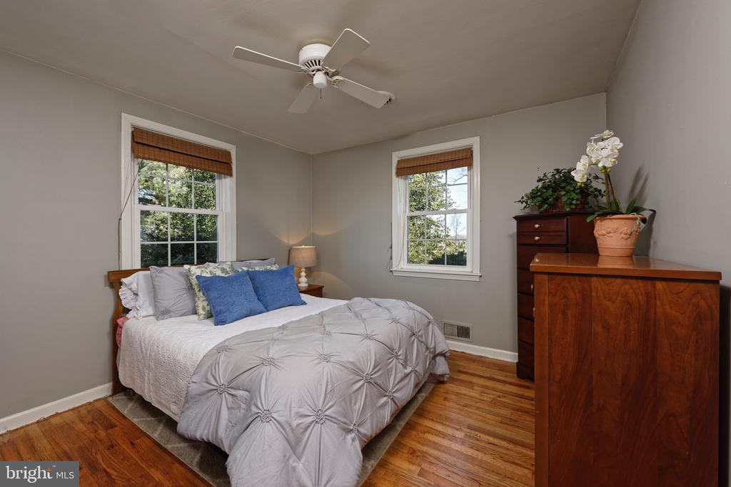 #2 Guest bedroom in tenant house - 21943 ST LOUIS RD, MIDDLEBURG