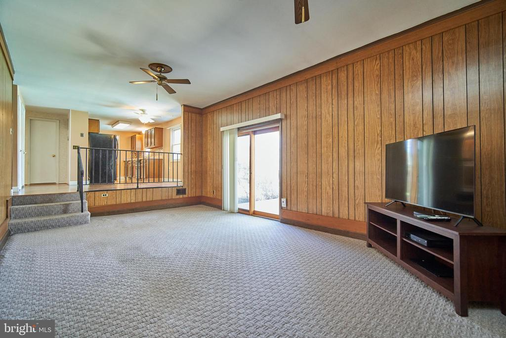 Family Room w/ gas FP has access to the patio - 9512 BURNING BRANCH RD, BURKE