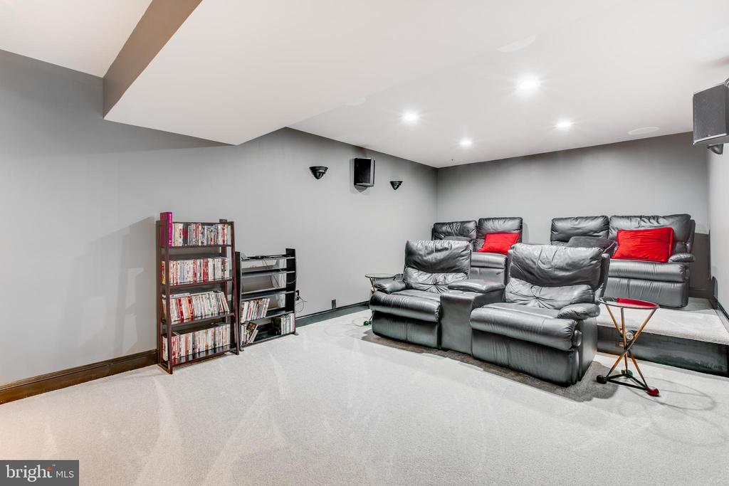 Large media room - 620 SE CURTIN PL SE, LEESBURG
