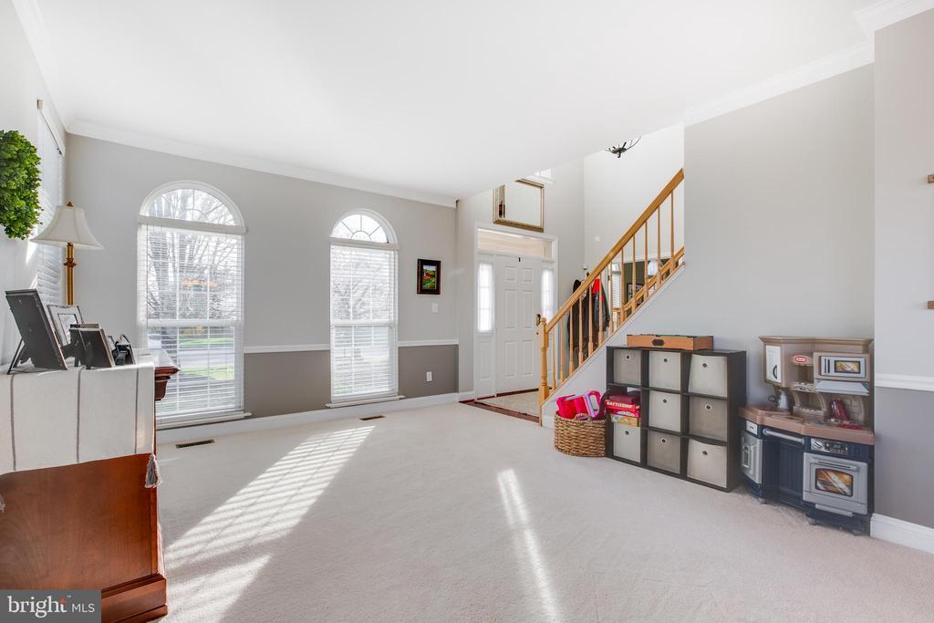 Living room - 620 SE CURTIN PL SE, LEESBURG