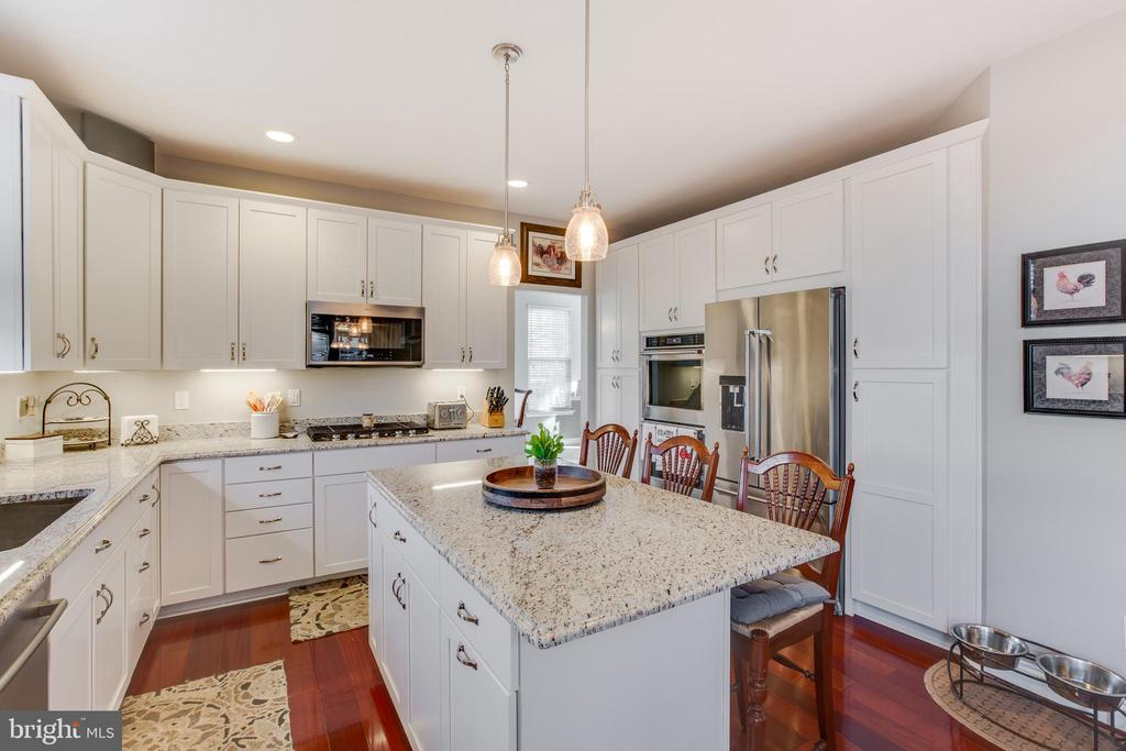 Stunning new updated kitchen with granite counters - 620 SE CURTIN PL SE, LEESBURG