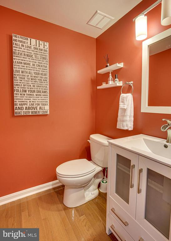 Fun and Bright Powder Room on Main level - 11811 GREAT OWL CIR, RESTON