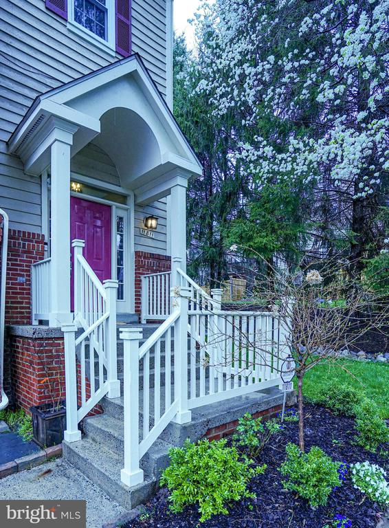 Quaint front portico - 11811 GREAT OWL CIR, RESTON