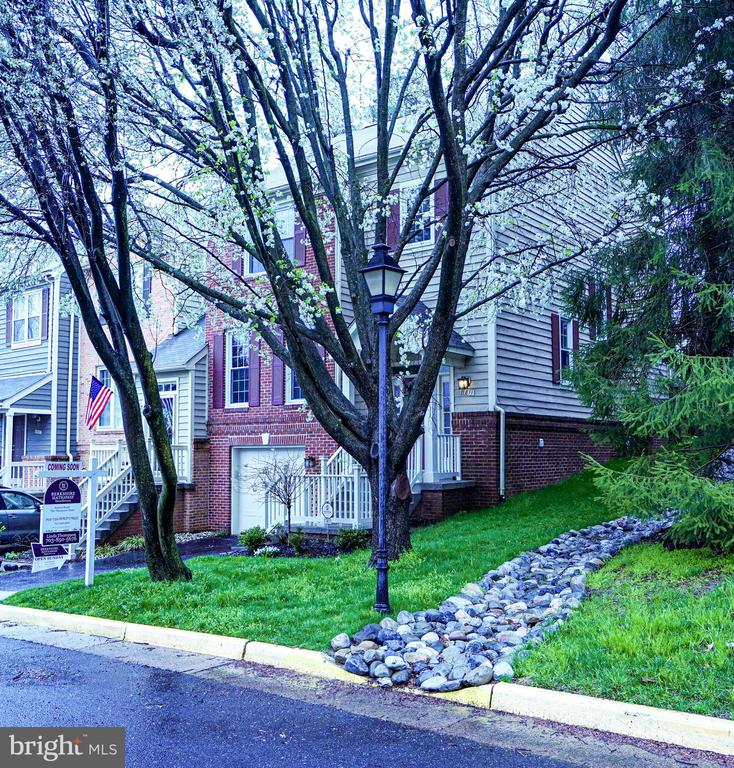 Side of End Unit - 11811 GREAT OWL CIR, RESTON