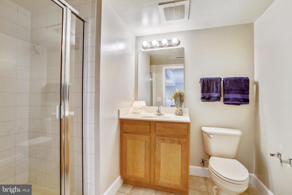 Bathroom with shower next to BR #2 - 1205 N GARFIELD ST #905, ARLINGTON