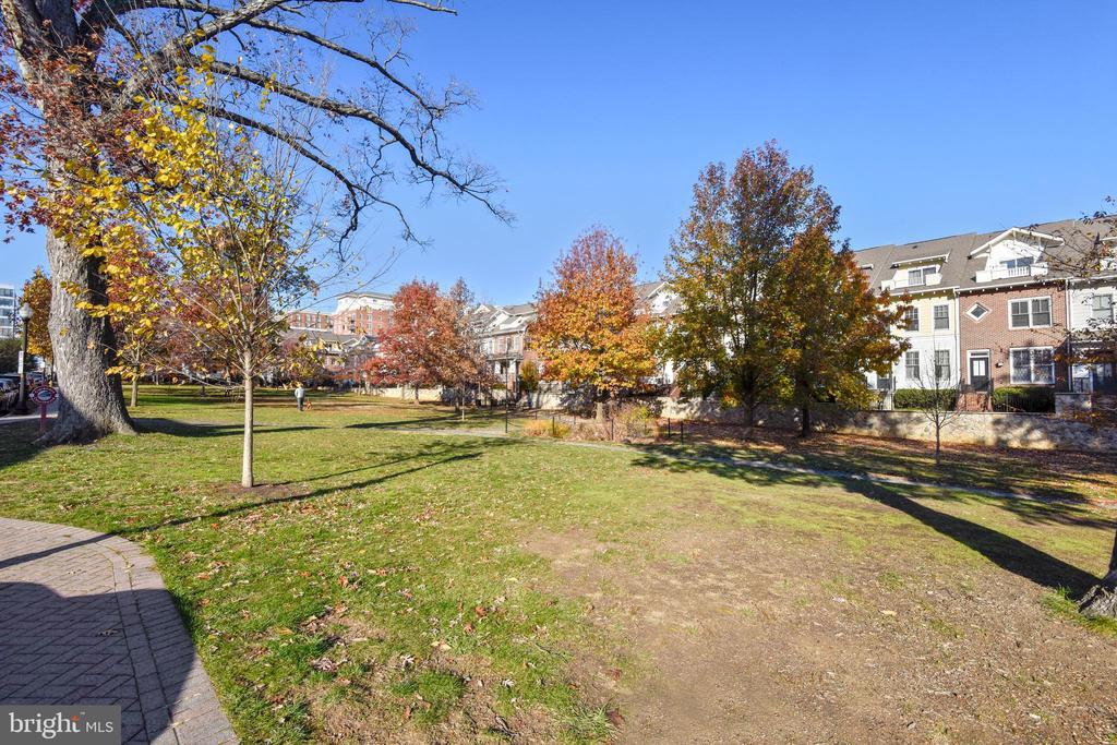 Nearby Dog Park - 1205 N GARFIELD ST #905, ARLINGTON