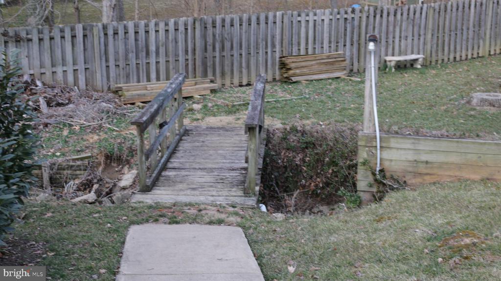 Bridge to shed area - 8703 SUDBURY PL, ALEXANDRIA