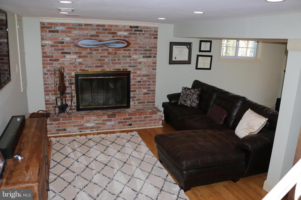 Recreation room with fireplace - 8703 SUDBURY PL, ALEXANDRIA