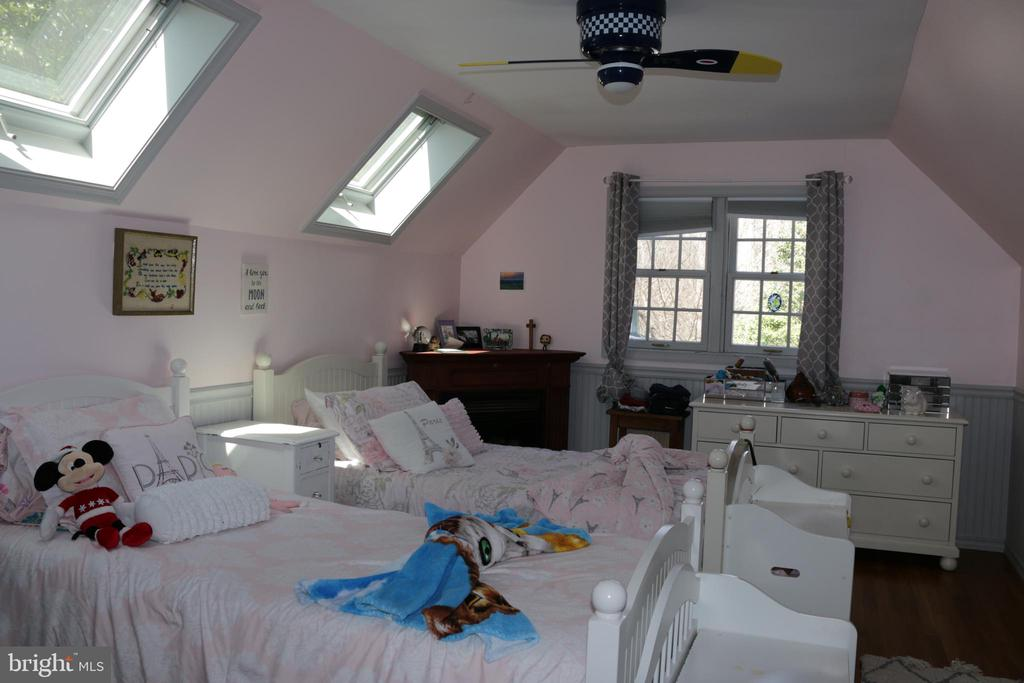 Third bedroom with fireplace - 8703 SUDBURY PL, ALEXANDRIA