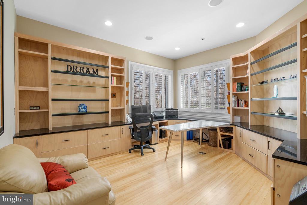 Main level office - 658 LIVE OAK DR, MCLEAN