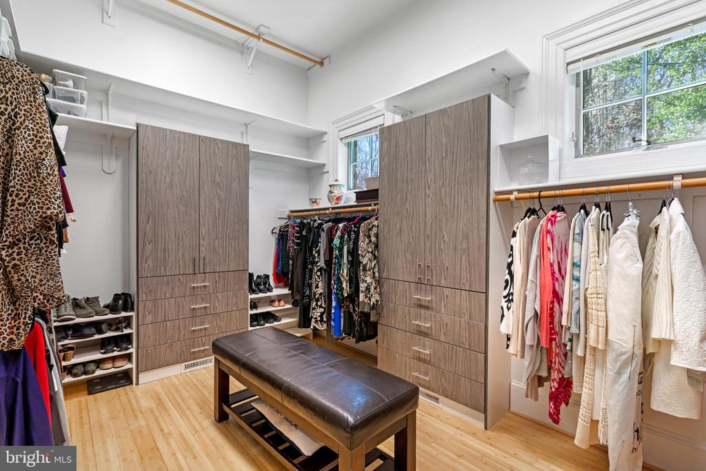Large walk-in-closet in primary suite - 658 LIVE OAK DR, MCLEAN